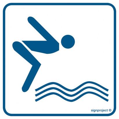 Basen pływacki z wieżą do skoków