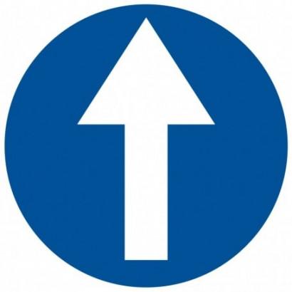 Nakaz jazdy prosto przez skrzyżowanie